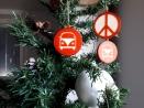 Boule de Noël Peace and Love par Esprit Combi - 1,50 €